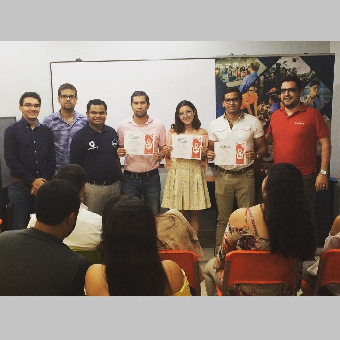 Award of the winning team of Demo Day, entrepreneurship competition